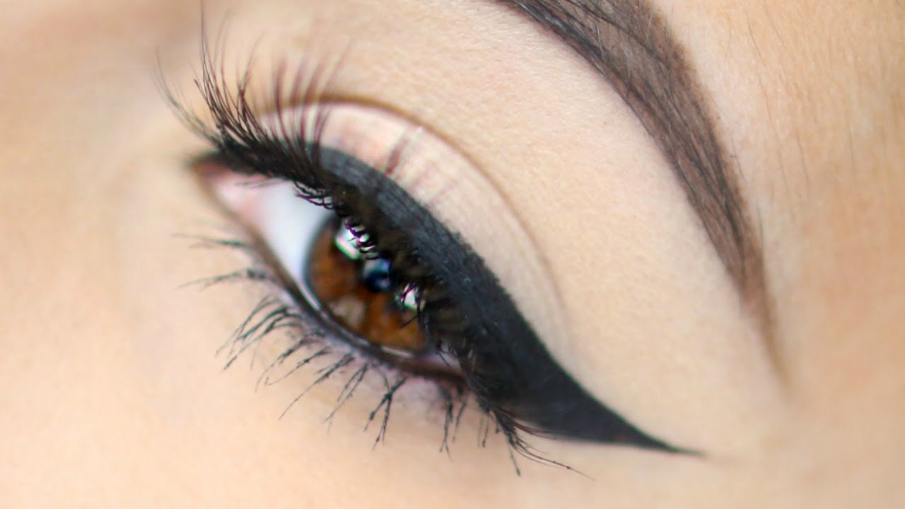 Come applicare l'eyeliner