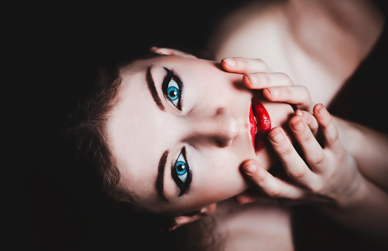 Il fascino perenne del rossetto rosso
