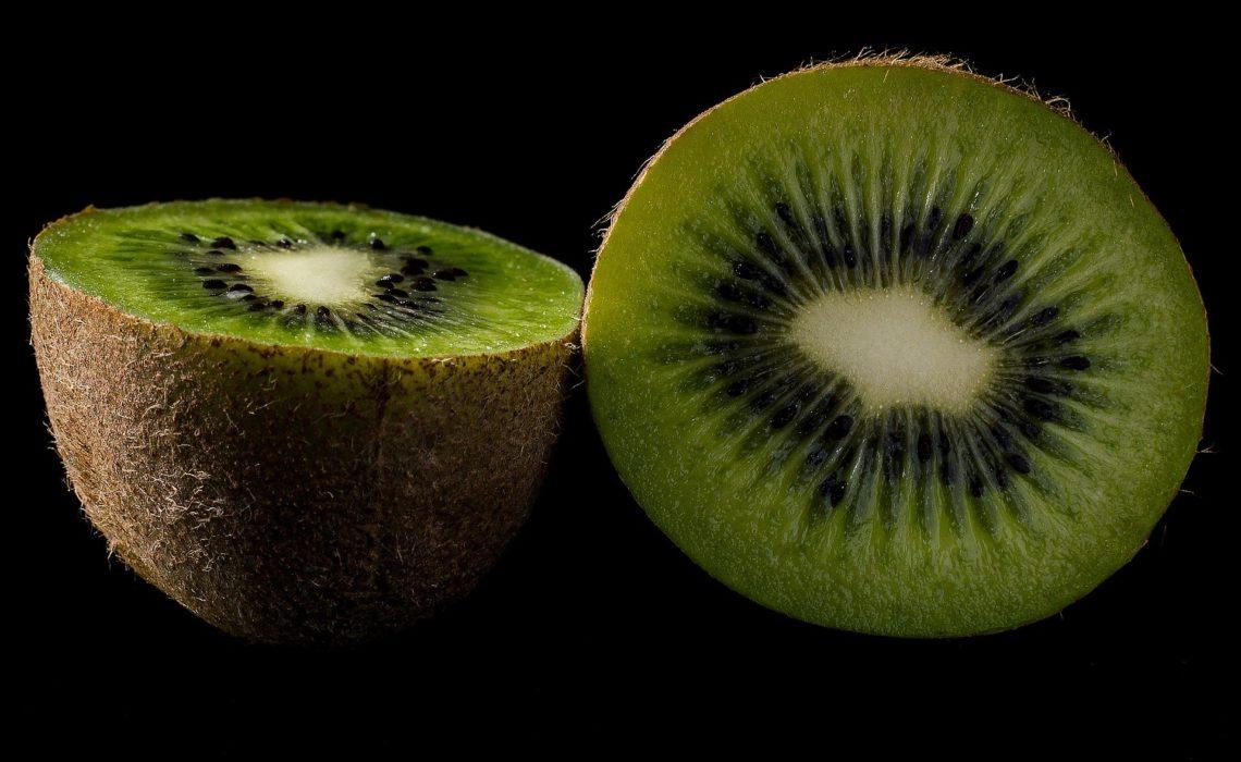 il kiwi un piccolo frutto dalle grandi proprietà benefiche